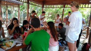 turquia_SCI_grupo-voluntarios-comiendo